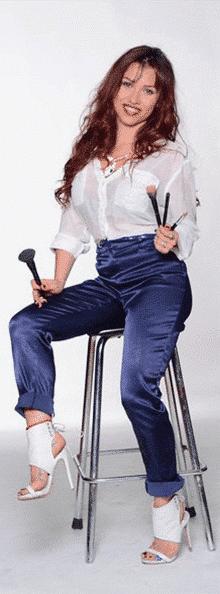 Violeta On Chair Contact Original